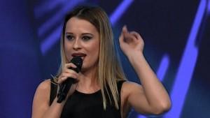 Elita Ziberi mahnit jurinë turke duke kënduar shqip