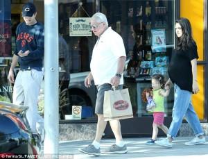 Mila Kunis pret të bëhet nënë