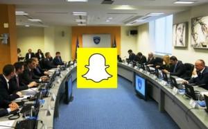 Ky është ministri kosovar që nuk i ndahet Snapchatit