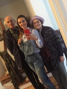 Liberta Spahiu prezanton prindërit në 45 vjetorin e martesës së tyre