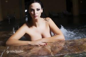 "Bleona ""i kall"" mediat spanjolle me fotot nudo"