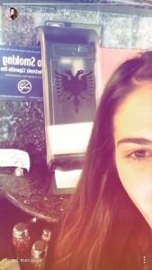 Emina Cunmulaj iu bën reklamë picave shqiptare