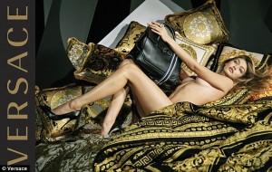 Gigi Hadid poza pa rroba në trup