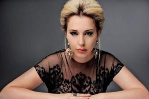 Teuta Selimit i dalin të brendshmet në 'Op Labi Party'