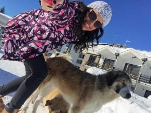 Ramiz Lladrovci i bleu edhe qen vajzës së tij bukuroshe!