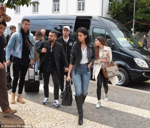 Nxehet Georgina, Ronaldon nuk e lënë të qetë femrat edhe në prani të saj