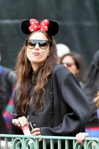 """Irina Shayk e mrekullueshme në """"Disneyland"""""""