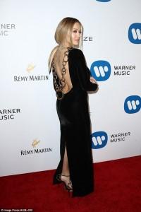 Rita Ora shkëlqen në Grammy