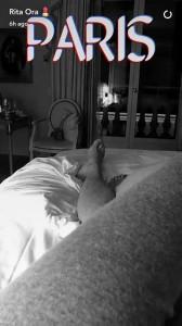 Rita Ora publikon foto nga shtrati bashkë me një mashkull