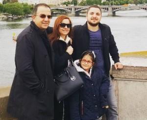 Ardit Gjebrea ju prezanton me familjen tjetër!