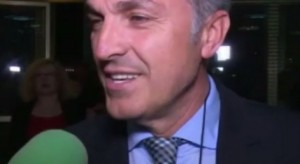 Gazetarja turpëron Kastriot Tushën dhe veten