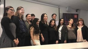 Angelina Jolie bëhet profesoreshë
