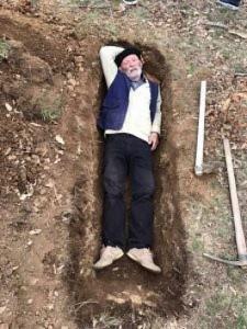 Çun Lajçi hyn në varr për së gjalli