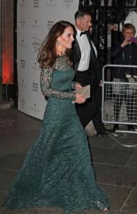 Kate Middleton shkëlqen në Galerinë e Arteve në Londër