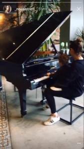 Nora dhe Rene luajnë në piano