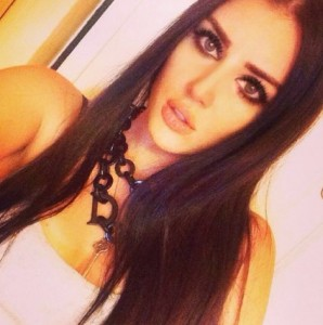 """Kjo është vajza bukuroshe e Manjola Nallbanit, e quajnë """"Megan Fox shqiptar"""""""