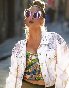 Elvana me stil të Lady Gaga's – shumë seksi