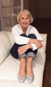 Helen Mirren me këpucët e punuara nga gratë e Kosovës